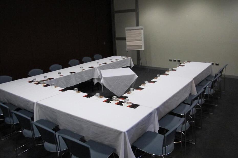 U shaped meeting set up