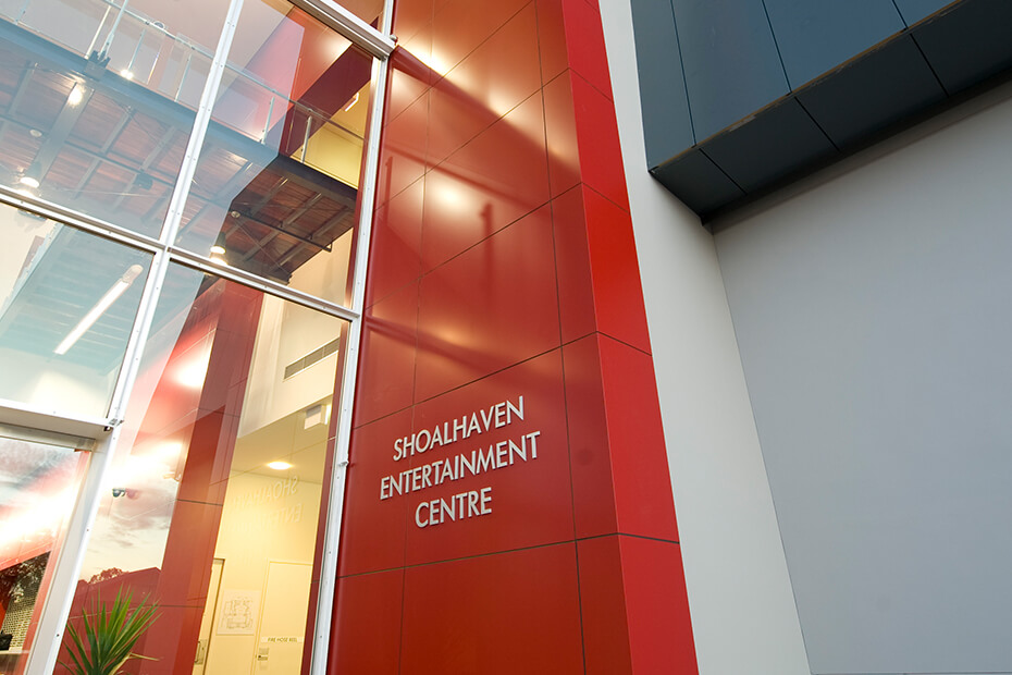 Red wall at entry of Shoalhaven Entertainment Centre